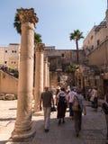 ИЕРУСАЛИМ, ИЗРАИЛЬ - JULI 13, 2015: Cardo Maximus, римские штендеры стоковые изображения rf