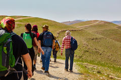 Иерусалим - 10 04 2017: Группа людей trekking в mountais Стоковая Фотография