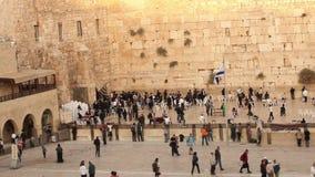 Иерусалим, западная стена, Timelapse, люди в области, много люди, люди молит на каменной стене, голося стене сток-видео