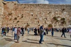 Иерусалим - 15-ое ноября 2016: Люди моля на голося стене Стоковое Изображение RF