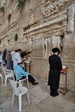 Иерусалим - 15-ое ноября 2016: Люди моля на голося стене Стоковое Фото