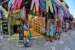 Иерусалим - 04 04 2017: Ринв прогулки туристов рынок в o Стоковое Изображение RF