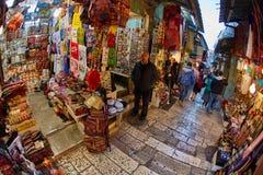 Иерусалим - 04 04 2017: Ринв прогулки туристов рынок в o Стоковое фото RF