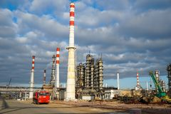 Избавление технологической установки для изготовления светлых нефтяных продуктов на рафинадном заводе в России стоковое изображение