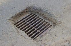 Избавление дождевой воды на улице Стоковое Изображение