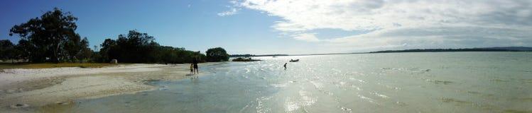 Избежание пляжа залива жестяной коробки стоковое изображение