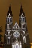 Избежание videomapping светлая проекция на церков Ludmila Святого в Праге Laszlo Zsolt Bordos на фестивале света сигнала стоковые фото