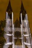Избежание videomapping светлая проекция на церков Ludmila Святого в Праге Laszlo Zsolt Bordos на фестивале света сигнала стоковая фотография rf