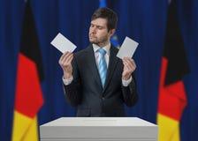 Избрание в Германии Нерешительный избиратель принимает решениее стоковые изображения