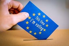 Избрание в Европейском союзе - голосующ на урне для избирательных бюллетеней стоковые фотографии rf