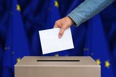 Избрание в Европейском союзе - голосующ на урне для избирательных бюллетеней стоковое фото rf
