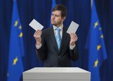 Избрание в Европейском союзе Нерешительный избиратель принимает решениее стоковое фото rf