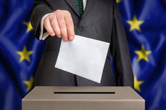 Избрание в EC - голосующ на урне для избирательных бюллетеней стоковые изображения rf