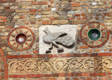 изваяйте детали на фасаде аббатства Pomposa в Италии Стоковые Изображения