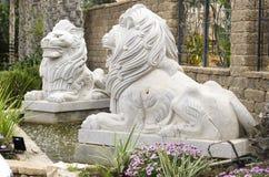 2 изваянных льва Стоковая Фотография