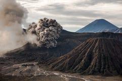 Извержение вулкана Bromo, East Java Стоковые Фотографии RF