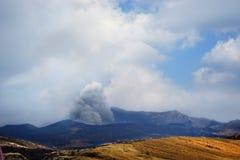 Извержение в Кюсю, вулкане Японии Aso Стоковые Фотографии RF