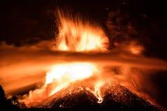Извержение Этна вулкана стоковые фотографии rf