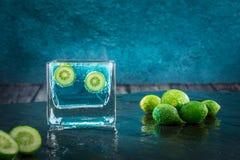 Известки, цитрусовые фрукты окунули в шипучей жидкости Стоковое фото RF