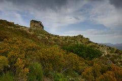Известковая скала лианы Сардинии Perda e стоковое фото rf