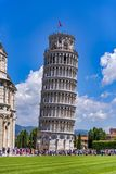 Известная башня склонности Пизы в Италии стоковые фото