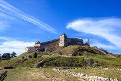 Известная крепость Rasnov на дневном свете стоковые изображения