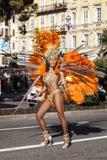 Известная масленица славного, сражение ` цветков Женщина в танцах костюма на масленице стоковые изображения