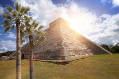 Известная пирамида El Castillo висок Kukulkan, оперенная пирамида змея на археологических раскопках Майя Chichen Itza в Юкатане Стоковые Фото