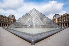 известная стеклянная пирамидка музея жалюзи Стоковые Изображения RF