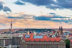 Известная сцена, городской пейзаж Праги, чехии Башни церков нашей городской площади дамы Перед Tyn В Стар Стоковая Фотография