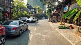 Известная улица ресторанов в Jinghong стоковая фотография