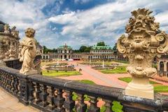 Известная художественная галерея дворца Zwinger (Der Dresdner Zwinger) Dres Стоковые Фотографии RF