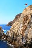 Известное Ла Quebrada скалы подныривания и Тихий океан, Акапулько, Mex стоковые фотографии rf