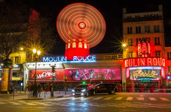 Известное румян Moulin кабара, Париж, Франция стоковое изображение rf