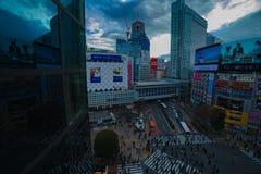 Известное скрещивание в дневном времени высокого угла Токио Shibuya широком снятом стоковое изображение rf
