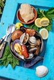 Известное традиционное блюдо юга Чили и архипелага Chiloe - al Hoyo Curanto, Kuranto Различные морепродукты стоковое фото