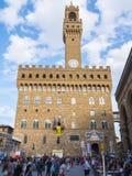 Известное della Signoria аркады с Palazzo Vecchio в Флоренсе, Тоскане, Италии - ФЛОРЕНСЕ/ИТАЛИИ - 12-ое сентября 2017 стоковые фотографии rf