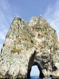 Известное Faraglioni - Италия стоковое фото