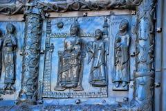 Известные бронзовые западные стробы входа собора St.Sophia в Veliky Новгороде Стоковые Фото