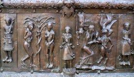 Известные бронзовые западные стробы входа собора St.Sophia в Veliky Новгороде Стоковая Фотография