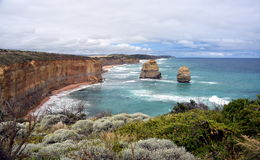 Известные горные породы вызвали 12 апостолов на большой дороге океана Стоковые Фото