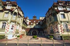 Известные 5 играют главные роли гостиница - гостиница Le Нормандии Традиционная архитектура здания Отдел Deauville, Кальвадоса Но стоковые изображения rf