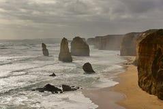 Известные 12 образований стога известняка апостолов в Виктории Стоковое Фото
