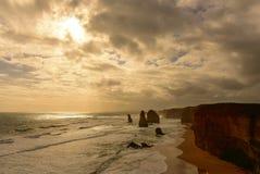 Известные 12 образований стога известняка апостолов в Виктории Стоковая Фотография RF