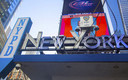 Известные предел и камеры слежения Таймс площадь NYPD в центре города Манхаттане стоковые фото
