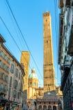 Известные средневековые 2 башни в болонья, Италии Стоковое Изображение