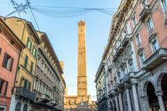 Известные средневековые 2 башни в болонья, Италии Стоковые Фотографии RF