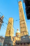 Известные средневековые 2 башни в болонья, Италии Стоковая Фотография RF
