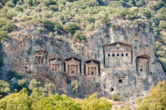 Известные усыпальницы Lycian старого города Caunos, Dalyan, Турции Стоковая Фотография