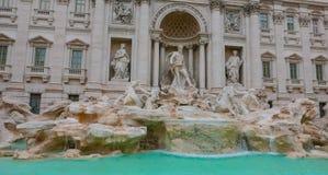 Известные фонтаны Trevi в Риме - огромной туристической достопримечательности Стоковое Изображение
